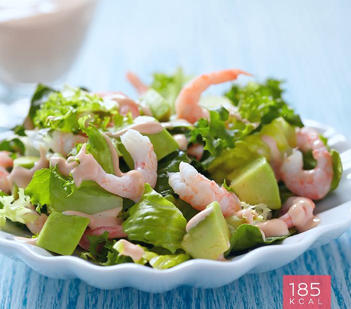Salada de camarão com pera abacate