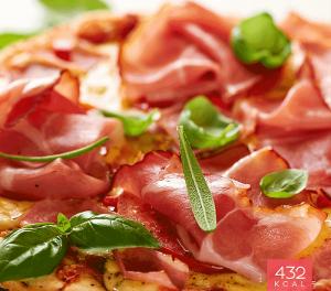 Pizza com presunto e manjericão